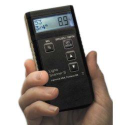 Trên tay máy đo độ ẩm gỗ Ligno-Scanner S