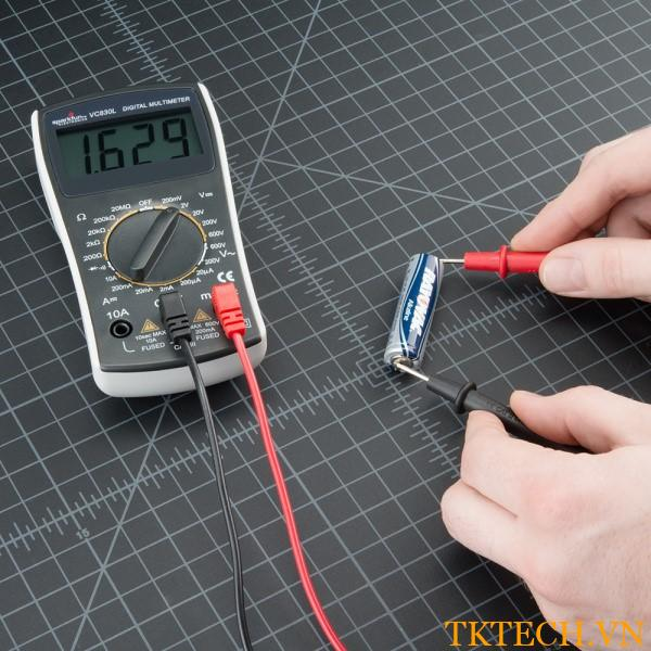 Đo điện áp bằng đồng hồ vạn năng điện tử hiện số